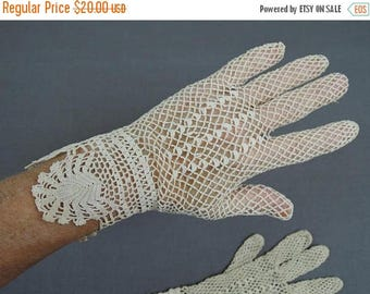 20% Sale - Vintage Crochet Gloves size 6.5, Edwardian Antique 1900s Ivory