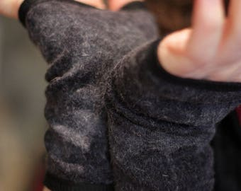 Glove/cuff short woolen Blue Heather.