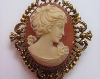 Avon cameo locket brooch. perfume brooch. cameo brooch. locket brooch. avon perfume glace brooch