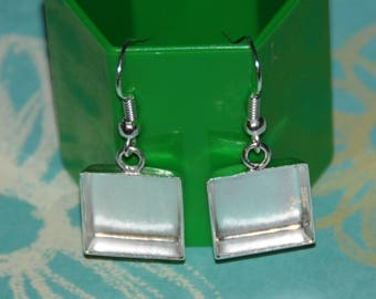 Square earrings with bezel in sterling silver plate