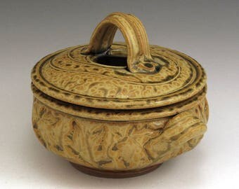 One Quart Golden Ash Maple Leaf Pattern Casserole SHIPPING INCLUDED