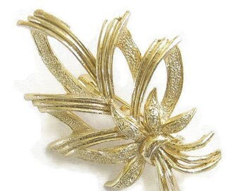 SALE Vintage Leaf and Bow Brooch Textured and Smooth Gold Tone