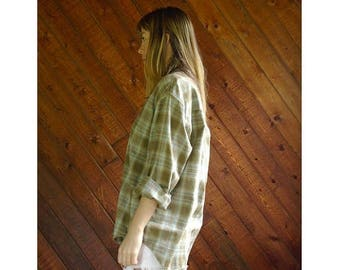 20% off SUMMER SALE. . . Boyfriend Plaid l/s Button Down Shirt - Vintage 90s - M