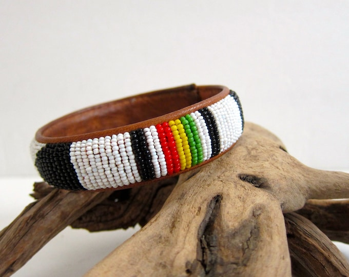 Beaded Leather Bracelet 70s Boho Chic Jewelry Dangle Tribal Vintage African Ethnic Bracelet Chunky Hipster Bohemian Beads White Green Red