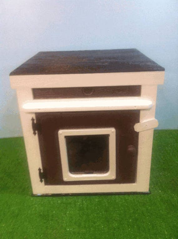 LARGE heated  CAT HOUSE /Large Door, bed, shelter, sanctuary