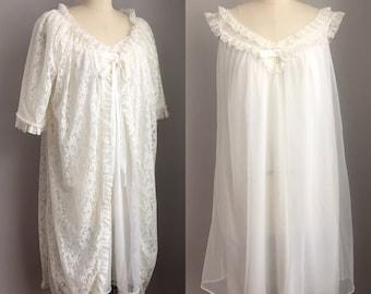 Vintage 1960s White Chiffon and Lace Peignor Set Robe Baby Doll Nightie Nighty Size Medium