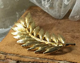 Swirled Signed Ali Gold Tone Leaf Frond Brooch Pin 1980's 1990's Fern Nature Inspired Curvy Curvaceous Feminine Jewelry