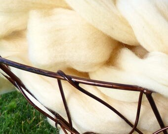 Rambouillet Roving (Combed Top)  (4 OZ.)  Professionally Processed at Zeilinger Wool Co!
