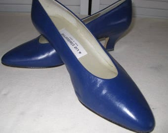vintage Flag Blue Leather Pumps by Liz Claiborne -  size 7 1/2 medium
