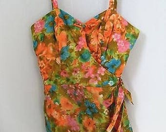 Vintage 1950s bathing, swim suit. Stan Hicks Hawaii. Rompers. Size 10-12. Skirted swim suit. Boned bust. Front metal zipper