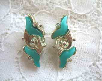 Vintage Earrings ~ Thermoset ~ Green ~ Clip On