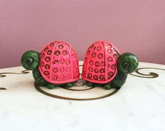 Vintage 60s MOD Turtle Salt and Pepper Shakers Paper Mache Figurine Pink Green S&P Shakers Japan