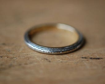 Antique 1920s Art Deco 18K engraved wedding band