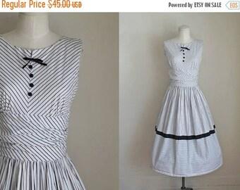 AWAY SALE 20% off vintage 1950s sundress - BLACK Tie Ball striped dress / S