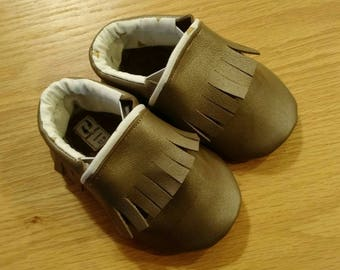 Baby girls shoes, Metallic bronze leather fringed moccasins size 6/18-24 months, soft soled leather baby shoes
