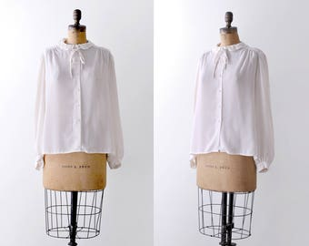 90's ivory blouse. Crepe. 1990's sheer blouse. Pearl collar. Long sleeve. XL.
