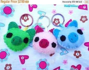 ON SALE - Pig Keychains - Your Choice Color, Animal Keychain, Party Favors, Felt Animal, Key Ring, Cell Phone Charm, Dust Plug, Stocking Stu
