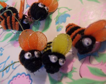 pipe cleaner bumble bees