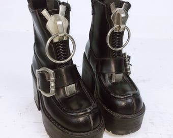 90's XL Zipper O-Ring Pull Goth Leather Buckle Industrial Chunky Platform Boots // 6