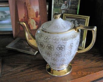 Kingwood China U.S.A. Gold flower Accent Teapot