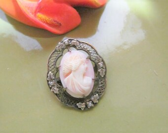 Old Shell Cameo Gold Tone Filigree Brooch Pin Vintage C Clasp