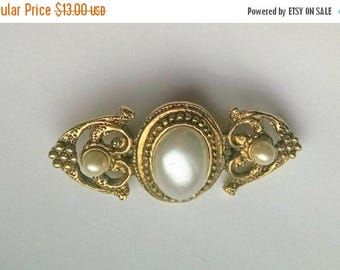 Brooch Pin Faux Pearl Gold Tone Vintage Jewelry Jewellery Accessory Wedding Bridal Sash Gift Guide Women