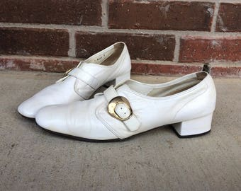 vtg 60s white BUCKLE stewardess MOD HEELS 11 oxfords Italian pumps Twiggy retro dolly space age leather shoes