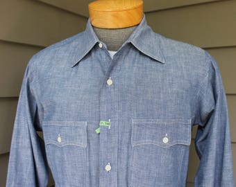 vintage 70's - 80's -no label- Men's long sleeve sport shirt. All cotton - Blue Chambray. Retro styling. Medium