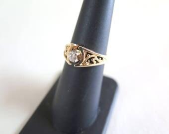 14k Gold and Diamond Ring SZ 6