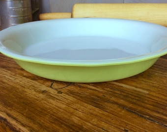 Vintage Pyrex Lime Green Pie Plate / Mid Century Green Pyrex Pie Pan Baking Dish