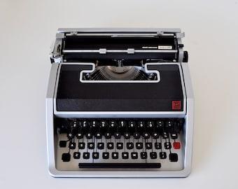 Vintage Manual Typewriter 1967 Olivetti Underwood Lettera 33