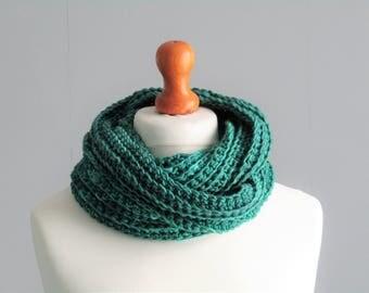 Emerald green chunky rib cowl - Yorkshire yarn - infinity scarf - merino wool - twisty cowl