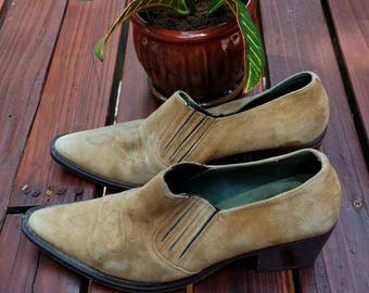 Perfect Pair of Perfectly Worn In Vintage Southwestern Booties by GUESS//Size 9