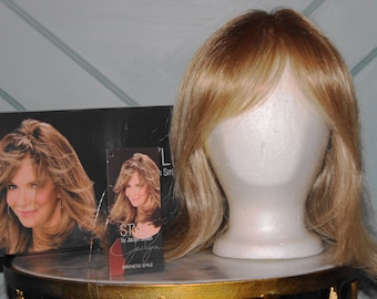 """NEW! NIB- Style """"KRIS"""" Wig by Jaclyn Smith A4520 Medium Blonde Color: 14/88A --Gorgeous!!!!"""
