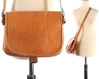 Distressed Leather Saddle Bag Vintage Messenger Bag 1970s Cross Body Satchel Brown Shoulder Bag Women Purse Boho Handbag Retro Festival Bag