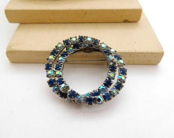 Vintage Royal Pastel AB Blue Rhinestone Intertwined Circle Brooch Pin I21