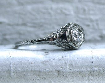 Vintage Filigree 18K White Gold Diamond and Sapphire Ring Engagement Ring.