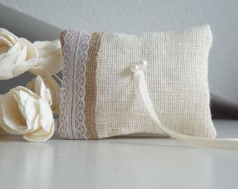 White and natural burlap ring pillow, ring cushion, ring bearer pillow with lace decoration, country wedding