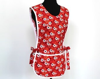 Retro Cobbler Smock Style Cotton Apron with two pockets - Daisy Floral pattern with white trim