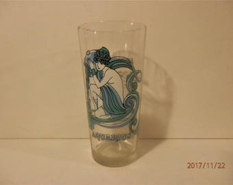 Aquarius the Water Bearer Arby's Astrology Zodiac Horoscope Glass 1976 Vintage