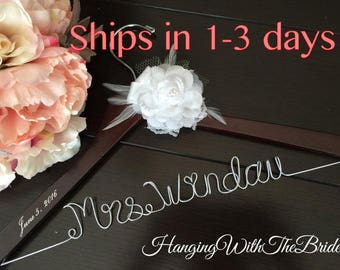 Bride hanger, Personalized Wedding hanger, custom wire hanger, bridal hanger, bride gift, bridesmaids gift, custom made hanger