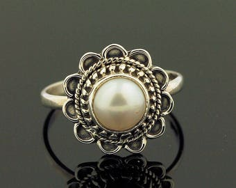 Beautiful White Pearl Ring // 925 Sterling Silver // Ring Size 9 // Handmade Jewelry