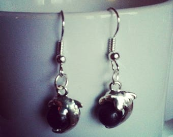 Dolphins Pearl black glass earrings