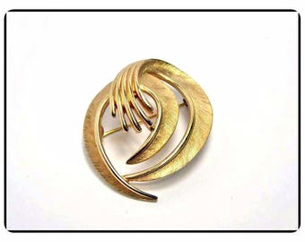 Petite Crown Trifari Spiral Gold Tone Pin - Vintage Classic Brushed Gold Tone Brooch - Vintage 1960's Abstract Swirl Pin-6503a-050717005