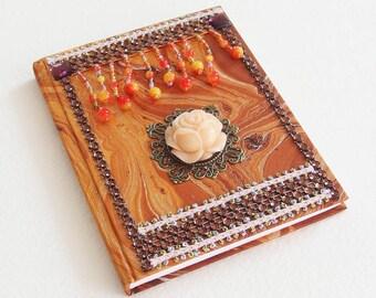 Carnet de Note Ethnique - Relié pages blanches, couverture marbling, perles, strass, camée - Fait main - Création d'artiste en pièce unique