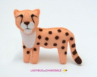 Felt CHEETAH, stuffed felt Cheetah magnet or ornament, Cheetah toy, African animals, Nursery decor, Cheetah magnet,Safari animals,Cheetah