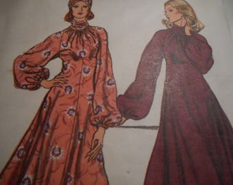 Vintage 1970's Vogue 9041 Dress Sewing Pattern Size 8 Bust 31.5