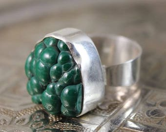 Adjustable silver ring with malachite stone