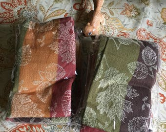 Eight Fall Themed Cotton/Polyester Acorns/Leaves Table Napkins