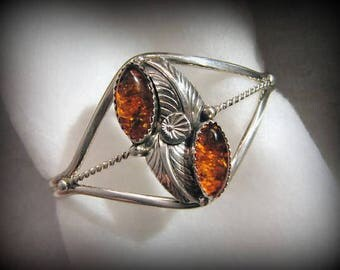 Vintage CHOCTAW/Johnny Pitchlynn AMBER and Sterling Silver Cuff -- 12.5g, Medium Wrist, Excellent Cond., Gorgeous Color